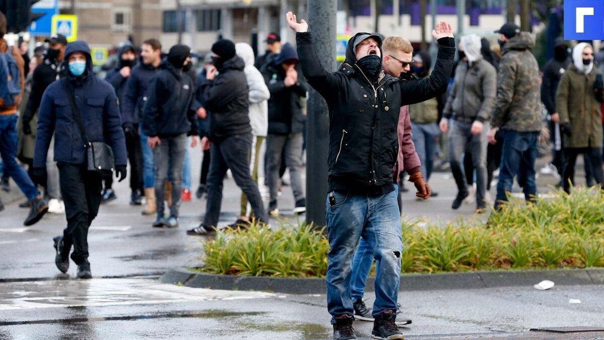В штате Вашингтон вспыхнули протесты после того, как полицейский въехал в толпу