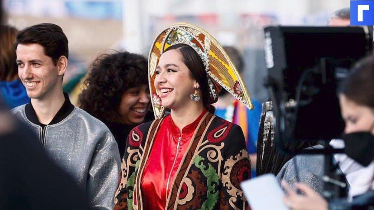 Manizha появилась на красной дорожке «Евровидения» в кокошнике