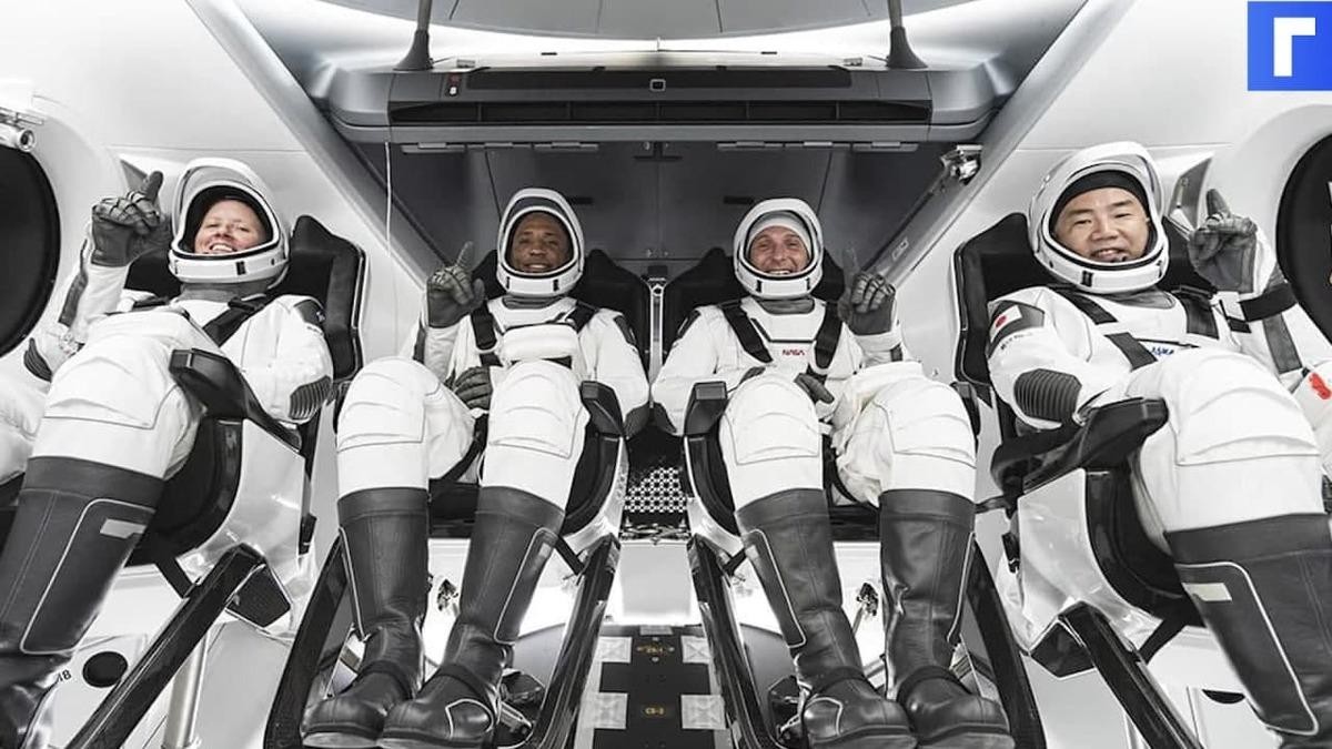 Космический корабль SpaceX Crew Dragon с четырьмя астронавтами успешно вернулся на Землю