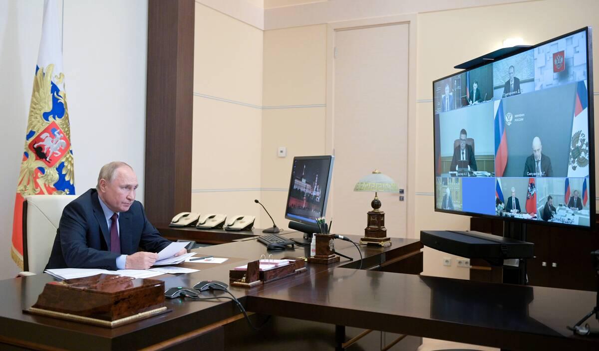 Путин пообещал увеличить пенсии россиянам