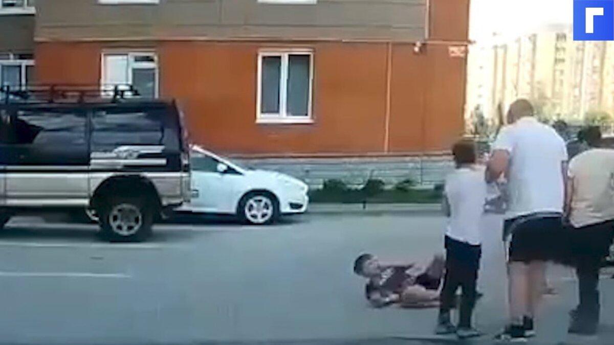 СК возбудил дело после сообщений о мужчине, ударившем ребенка под Новосибирском