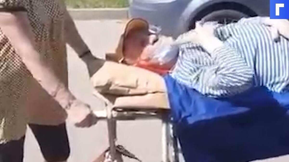 В Кстове инвалиду отказали в транспортировке – жена везла его на каталке несколько километров