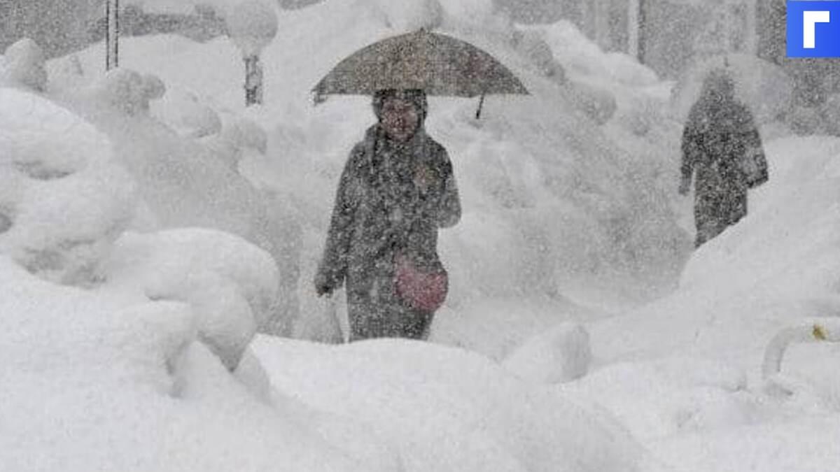 В трех районах Крыма ввели режим угрозы ЧС из-за снегопада