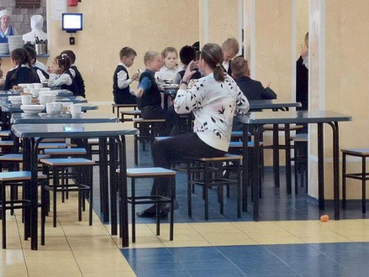 На комбинат питания «ТК Северная Столица» поступили жалобы из двух школ Петербурга