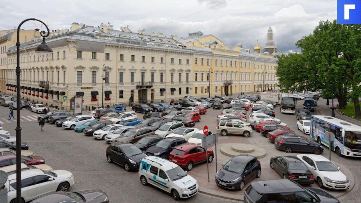 В Петербурге принят закон о штрафах за нарушение правил парковки во дворах