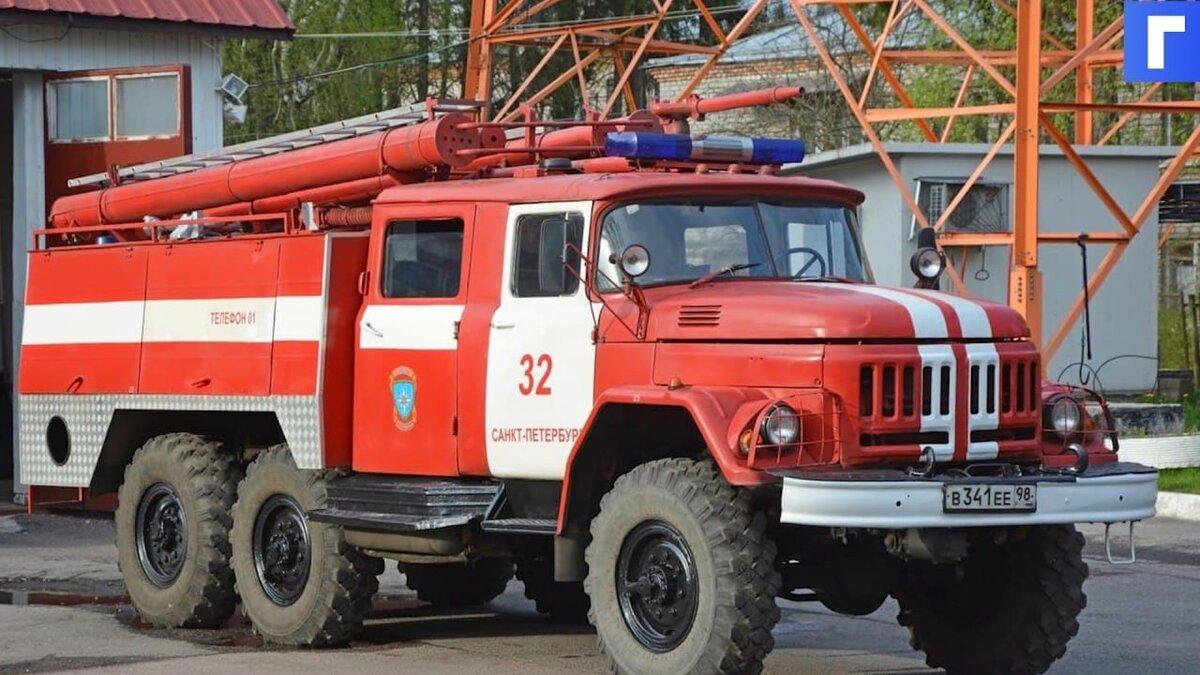 В Сестрорецке вспыхнула постройка на 840 «квадратах»