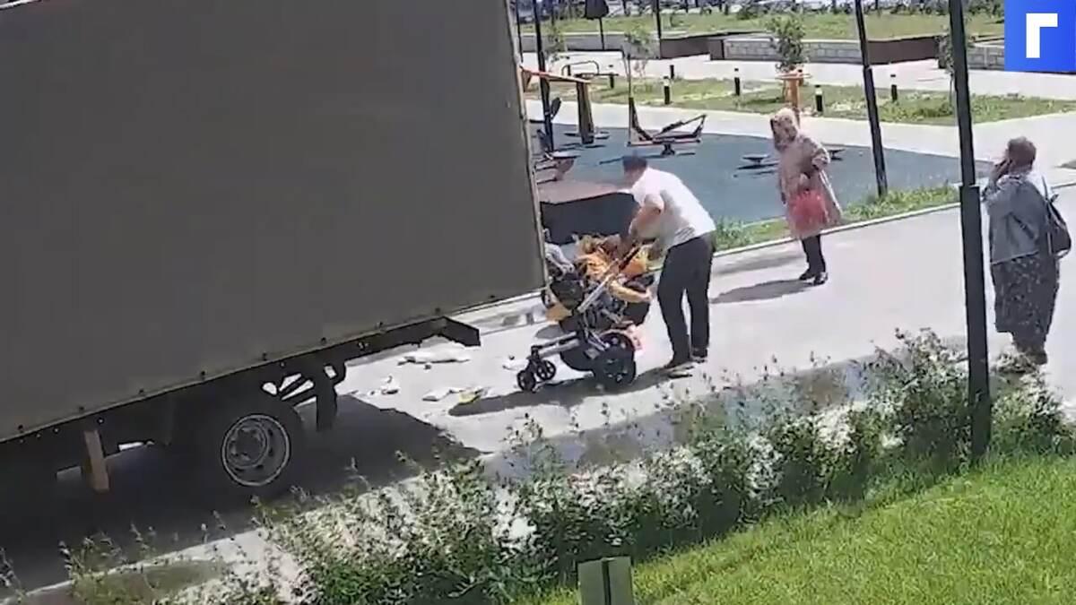 Водитель «Газели» сбил женщину с коляской в Тюмени