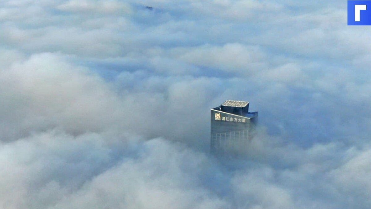 Накренившийся небоскреб в Китае попал на видео