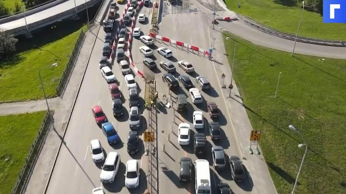 В Екатеринбурге образовалась огромная пробка из-за ремонта моста в сторону аэропорта