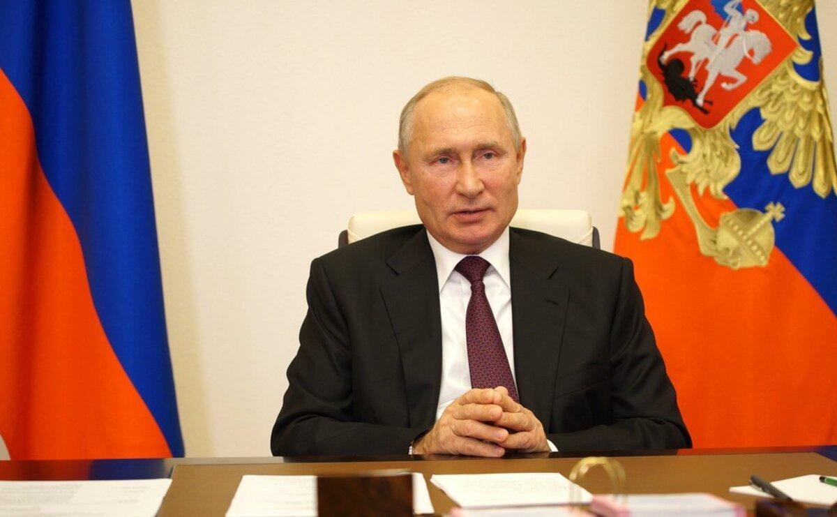 Путин выразил надежду, что не заболеет коронавирусом в будущем