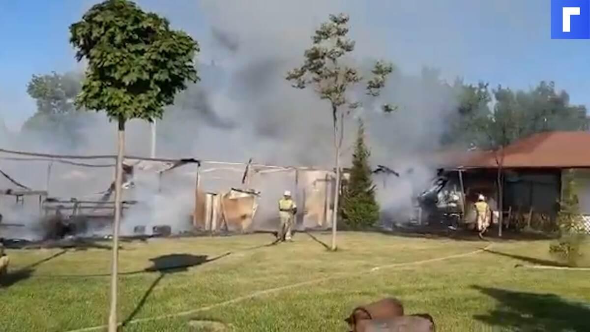 Полыхало 900 «квадратов»: в Анапе сгорело летнее кафе