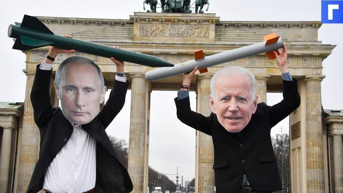 Президент США на машине покинул место саммита с Путиным