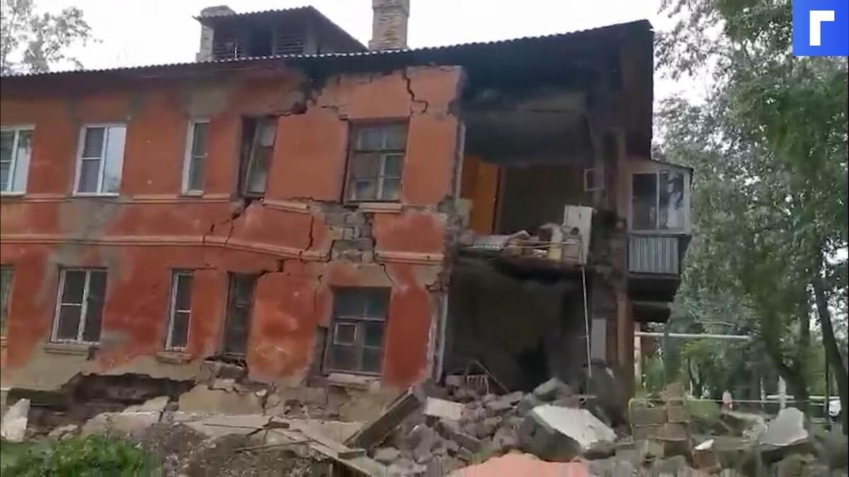В Челябинске обрушилась часть стены многоквартирного дома