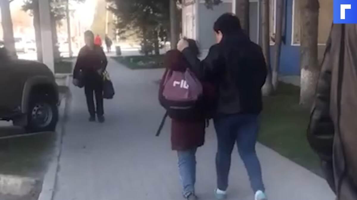 Новосибирская полиция составила протокол на мать, которая вела ребенка по улице за волосы