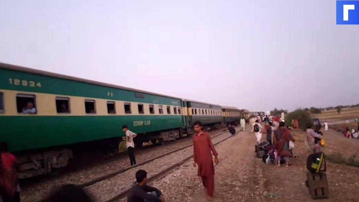 В Пакистане при столкновении поездов погибли 32 человека