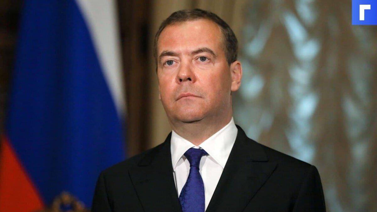 Медведев допустил введение обязательной вакцинации от COVID-19