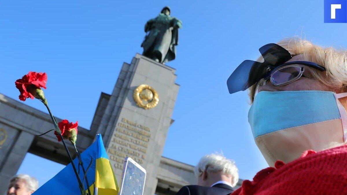Захарова высмеяла слова Зеленского о русских и украинцах
