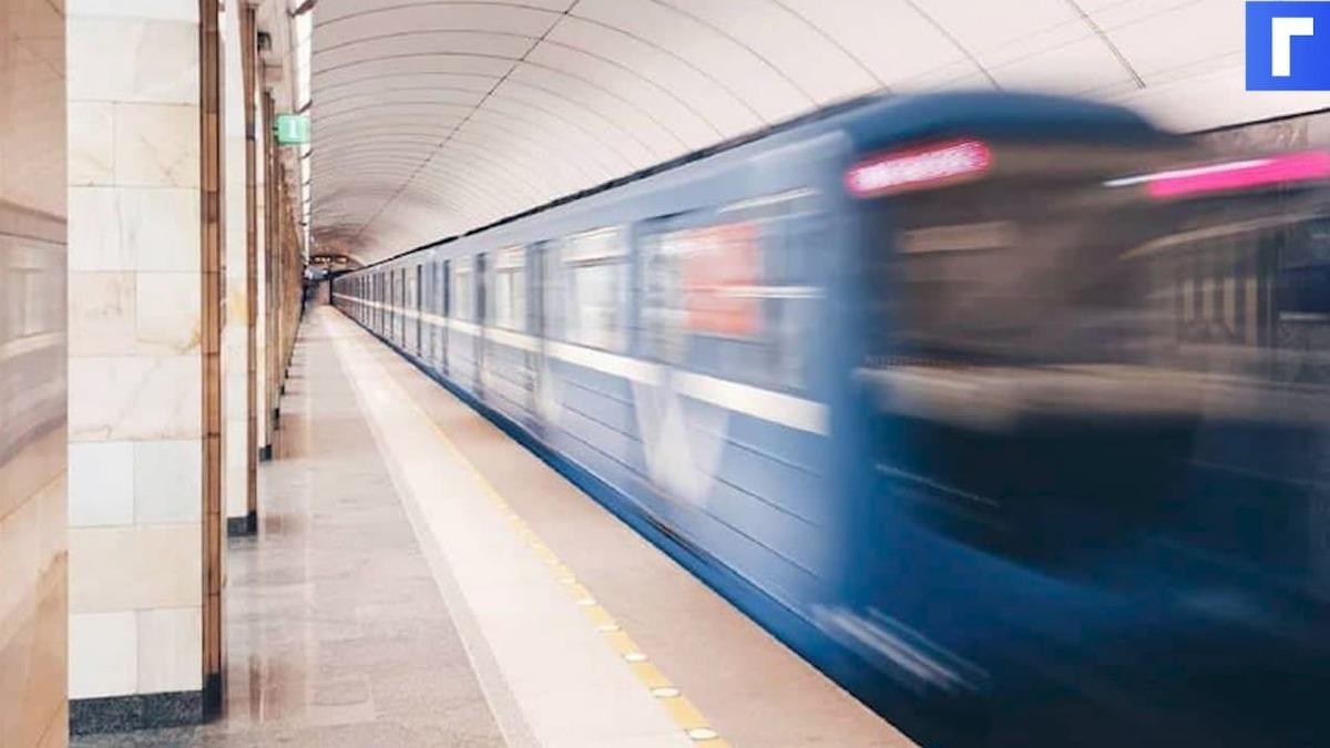 В Петербурге более 200 человек эвакуировали из аварийного участка метро