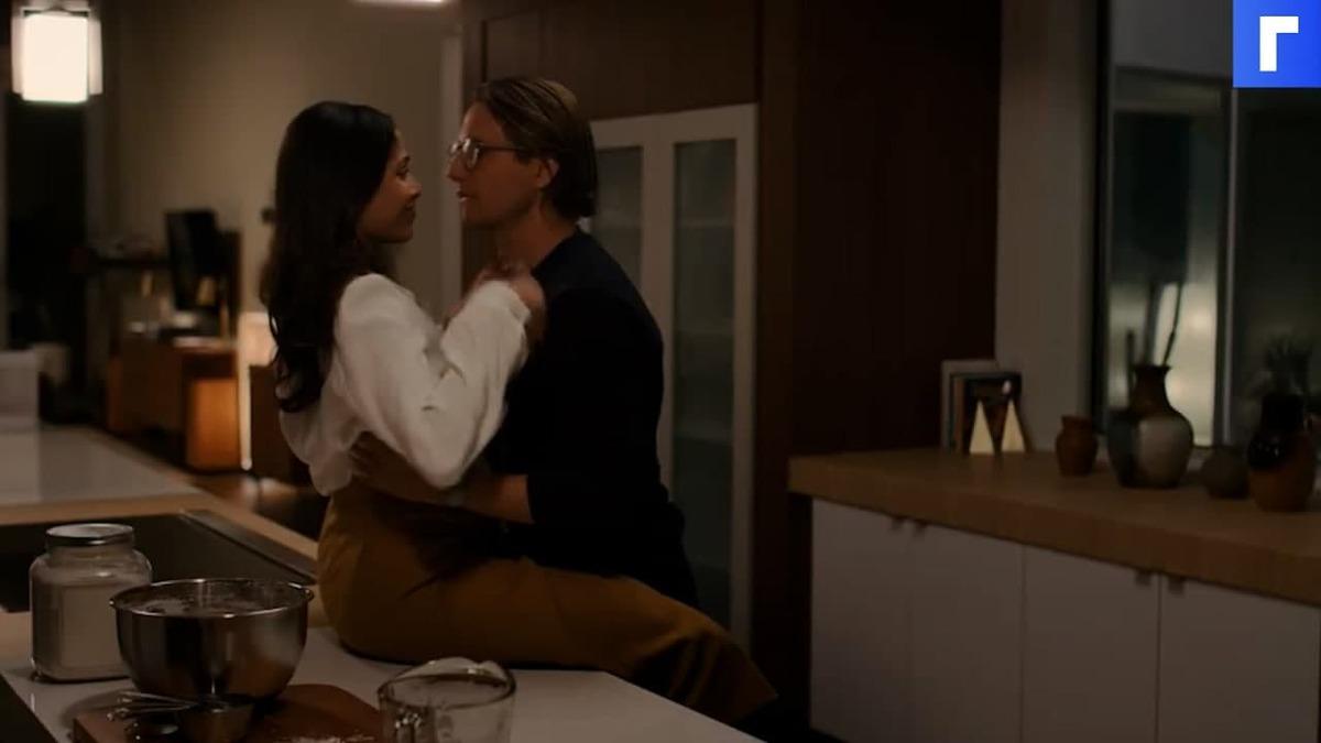 Netflix представил трейлер триллера «Посторонние» с Фридой Пинто