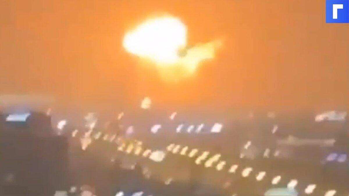 На торговом судне в порту Дубая прогремел мощный взрыв