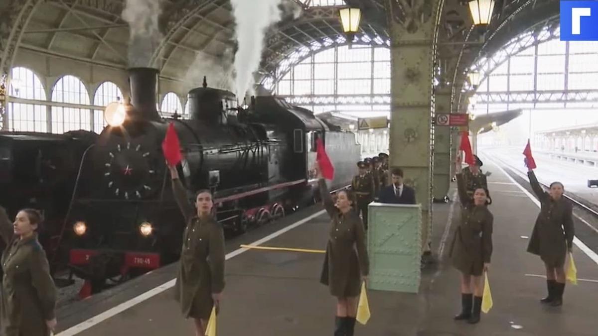 В Петербурге на Витебском вокзале воссоздали встречу фронтовиков 1945 года