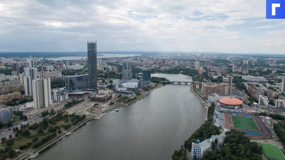 В Екатеринбурге из-за ливня рухнул потолок в торговом центре