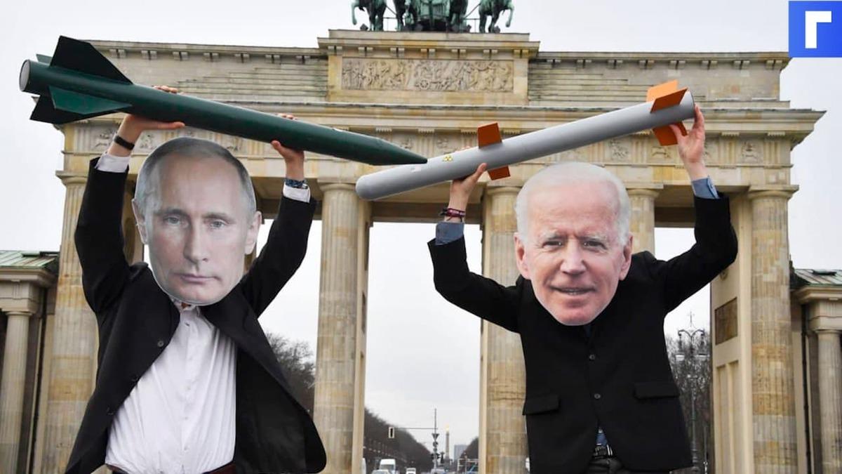 Еженедельник Time поместил на обложку Байдена с отражающимся в очках Путиным